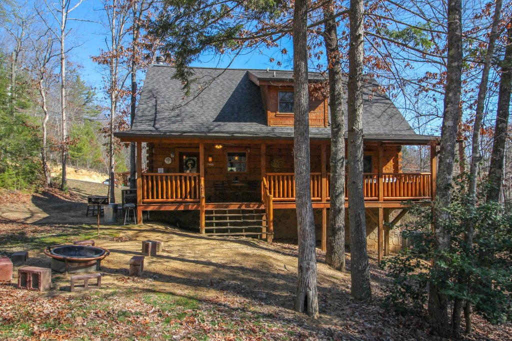 Photo of a Pigeon Forge Cabin named Big Daddy's Hideaway Cabin - This is the twenty-eighth photo in the set.