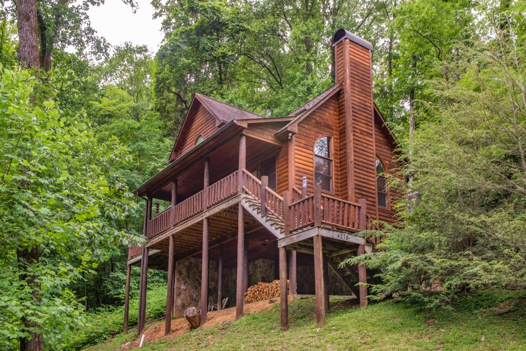 Photo of a Sevierville Cabin named Foxfire Cove Cabin - This is the second photo in the set.