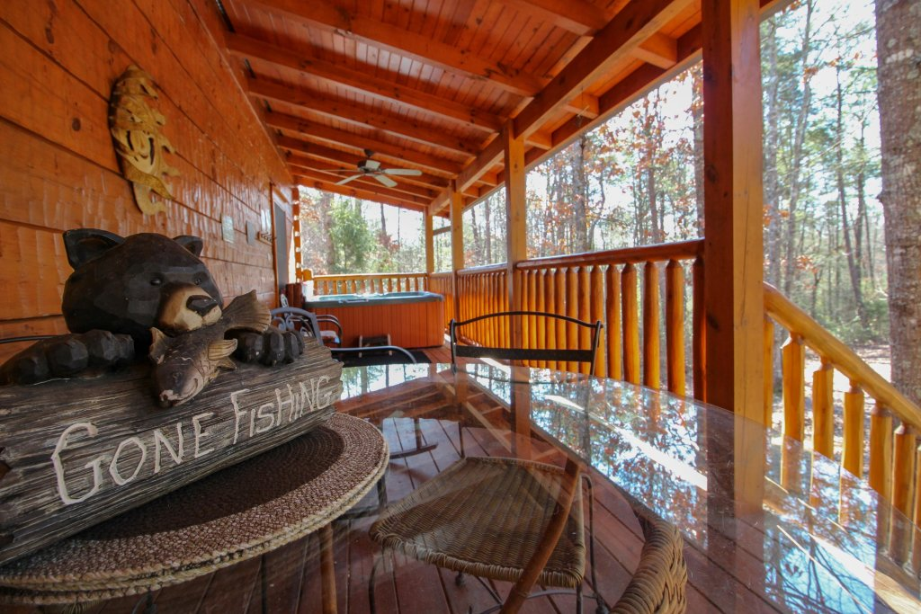Photo of a Pigeon Forge Cabin named Big Daddy's Hideaway Cabin - This is the twenty-third photo in the set.