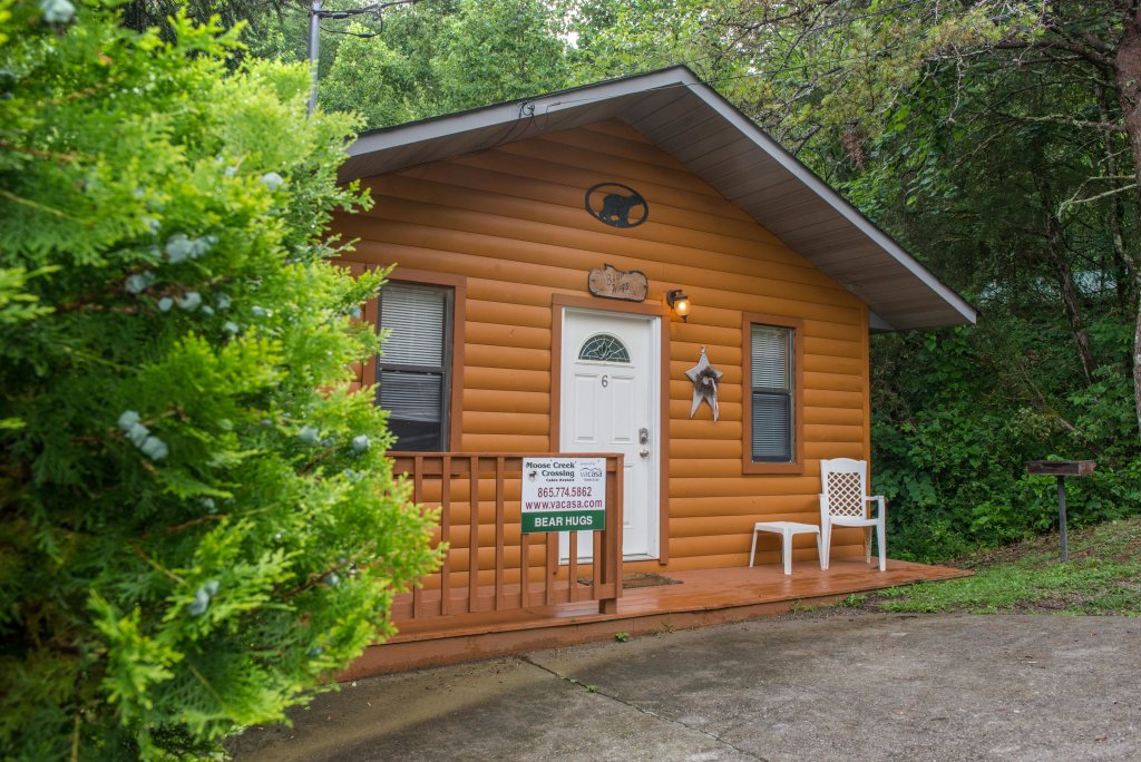 Photo of a Pigeon Forge Cabin named Bear Hugs Cabin - This is the third photo in the set.