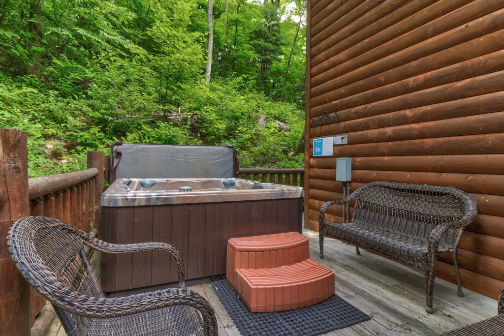 Photo of a Sevierville Cabin named Foxfire Cove Cabin - This is the thirty-fourth photo in the set.