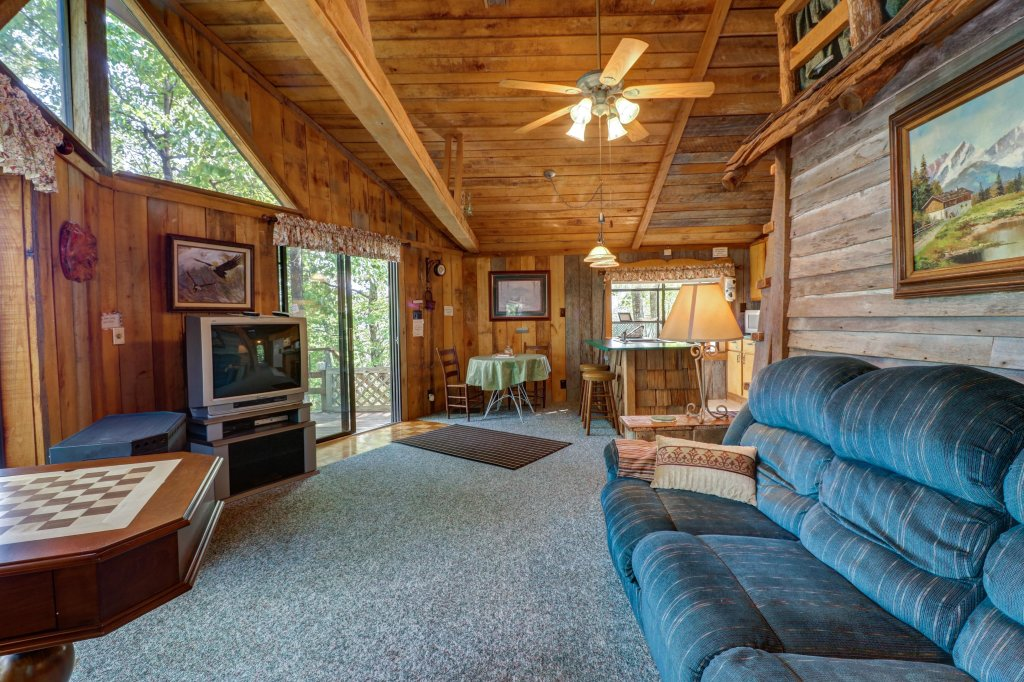 Photo of a Sevierville Cabin named Mockingbird's View Cabin - This is the seventh photo in the set.