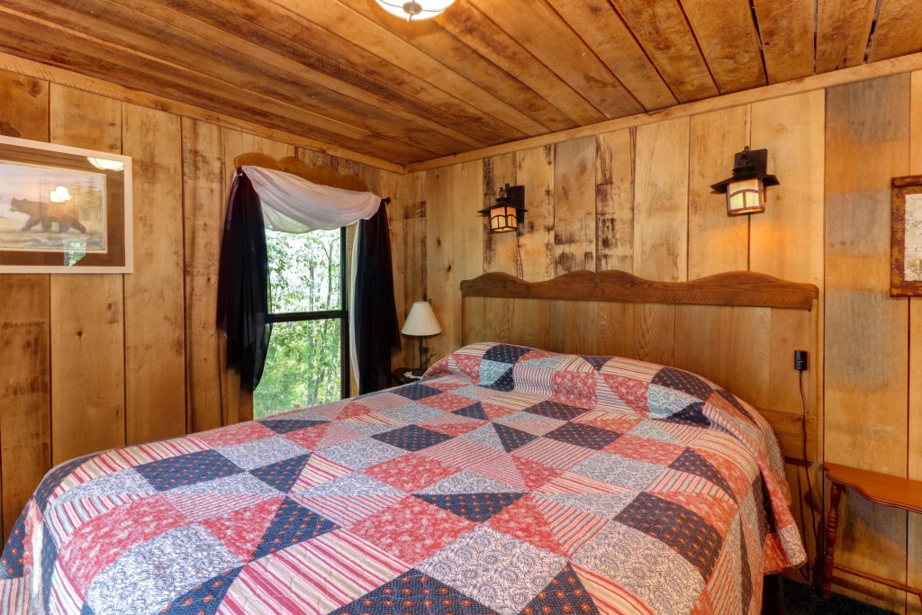 Photo of a Sevierville Cabin named Mockingbird's View Cabin - This is the twelfth photo in the set.