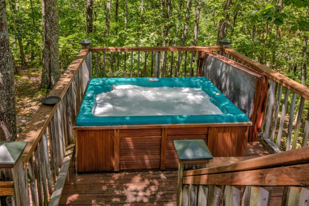 Photo of a Sevierville Cabin named Mockingbird's View Cabin - This is the third photo in the set.