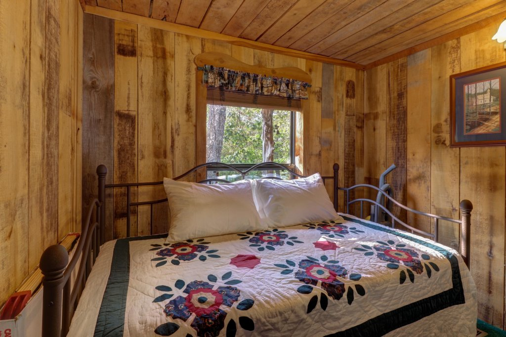Photo of a Sevierville Cabin named Mockingbird's View Cabin - This is the twentieth photo in the set.