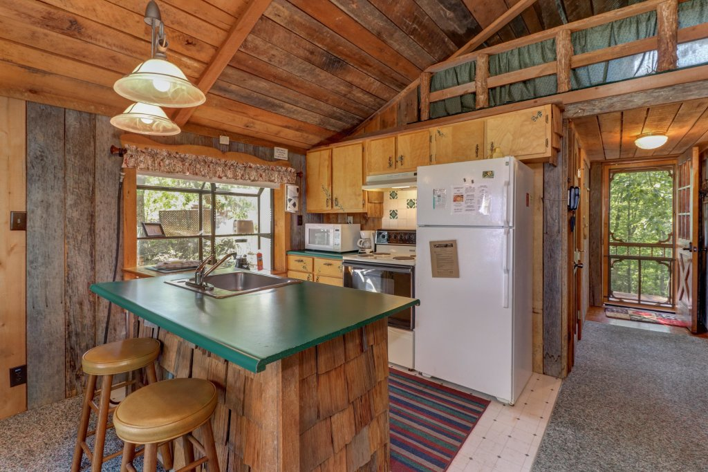 Photo of a Sevierville Cabin named Mockingbird's View Cabin - This is the second photo in the set.