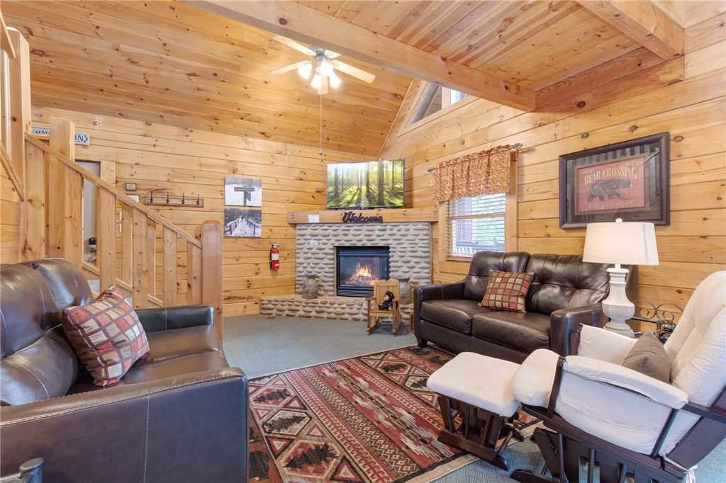 Photo of a Gatlinburg Cabin named Hibernation Station - This is the third photo in the set.