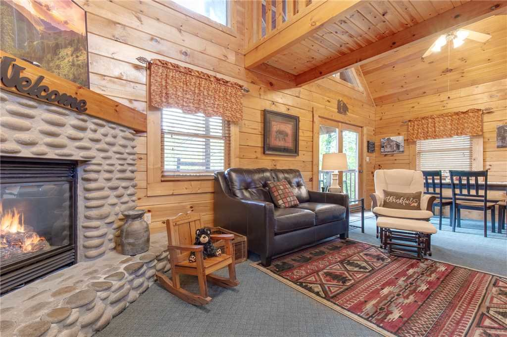 Photo of a Gatlinburg Cabin named Hibernation Station - This is the eighth photo in the set.