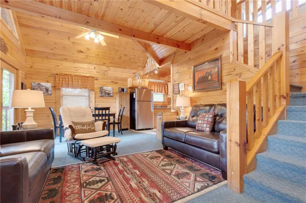 Photo of a Gatlinburg Cabin named Hibernation Station - This is the sixth photo in the set.