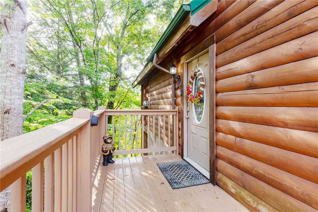 Photo of a Gatlinburg Cabin named Hibernation Station - This is the thirtieth photo in the set.