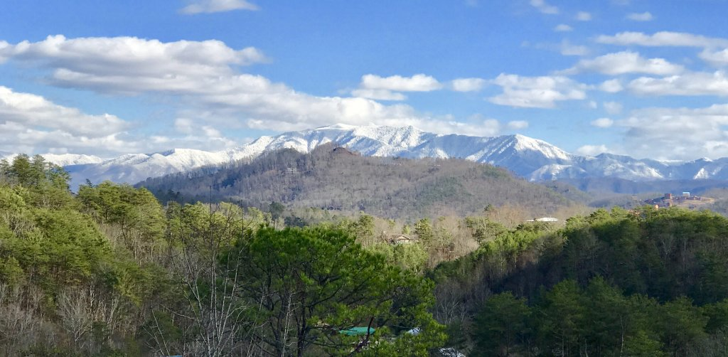 Photo of a Pigeon Forge Cabin named Incredible View - #326 - This is the second photo in the set.