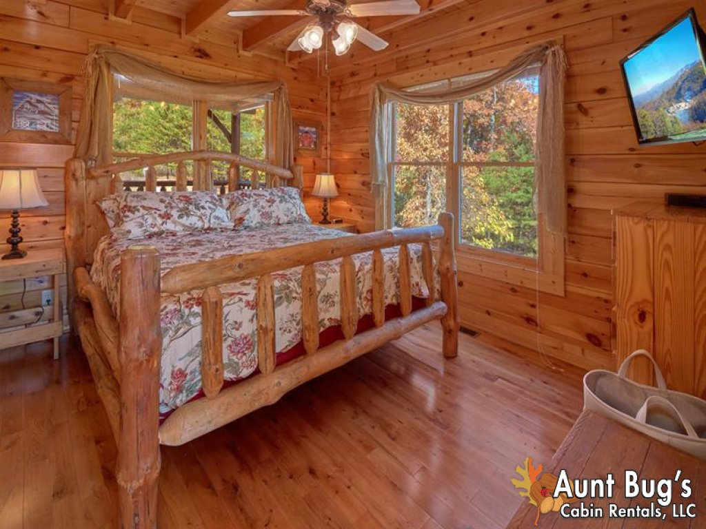 Photo of a Pigeon Forge Cabin named Incredible View - #326 - This is the twenty-seventh photo in the set.
