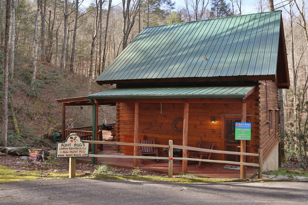 Photo of a Pigeon Forge Cabin named A Bit Of Heaven #252 - This is the first photo in the set.