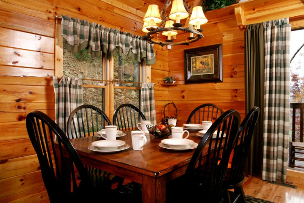 Photo of a Gatlinburg Cabin named Komfy Kozy - This is the third photo in the set.