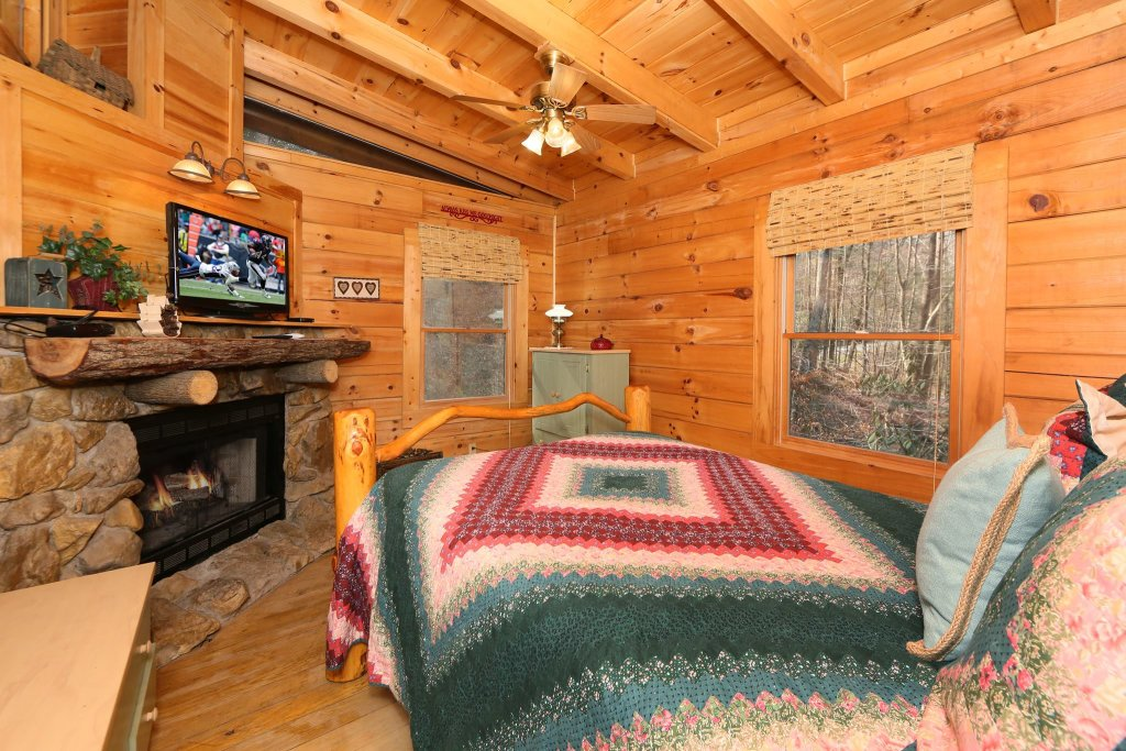 Photo of a Pigeon Forge Cabin named A Bit Of Heaven #252 - This is the nineteenth photo in the set.