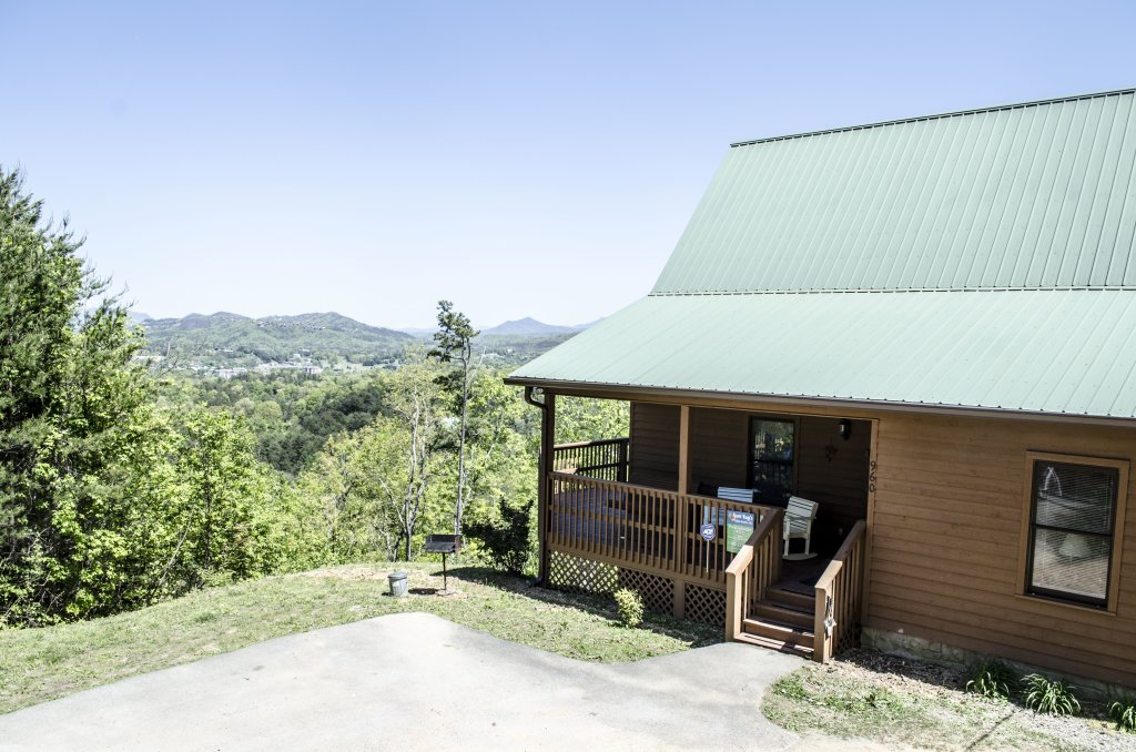 Photo of a Pigeon Forge Cabin named A Grand View From Above #225 - This is the fourth photo in the set.