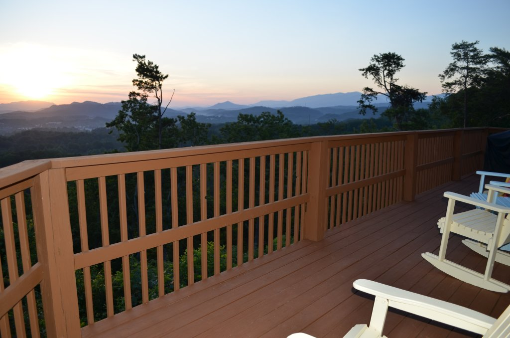 Photo of a Pigeon Forge Cabin named A Grand View From Above #225 - This is the seventeenth photo in the set.