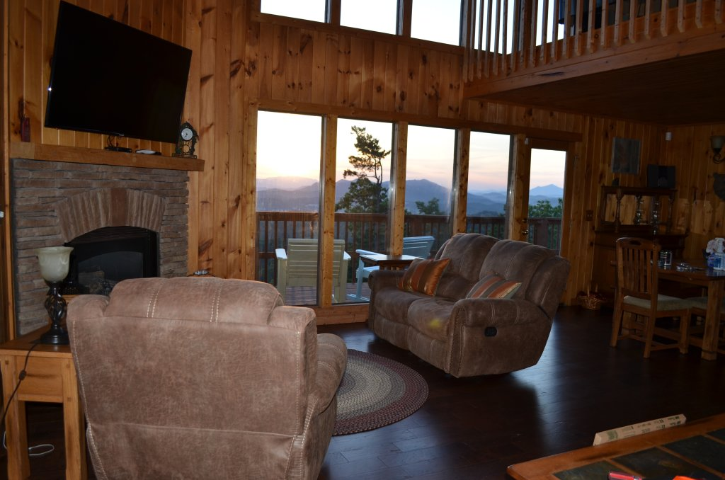Photo of a Pigeon Forge Cabin named A Grand View From Above #225 - This is the sixteenth photo in the set.