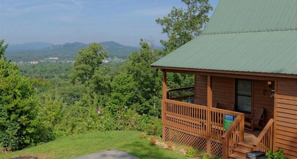 Photo of a Pigeon Forge Cabin named A Grand View From Above #225 - This is the sixty-eighth photo in the set.