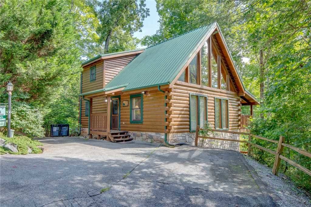 Photo of a Gatlinburg Cabin named Bear Essentials - This is the twenty-second photo in the set.