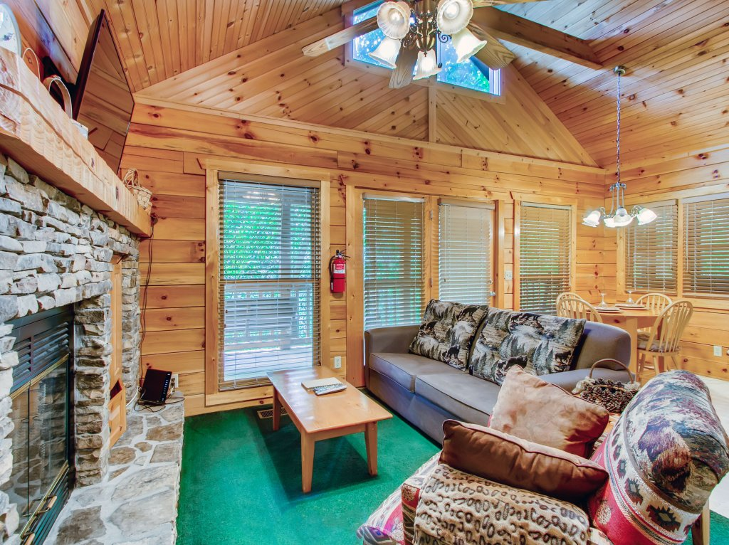 Photo of a Pigeon Forge Cabin named Cabin Fever #117 - This is the sixteenth photo in the set.