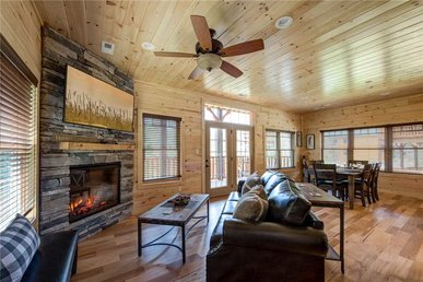Smoky Haven, 3 Bedrooms, Pool Access, Wifi, Hot Tub, Sleeps 10