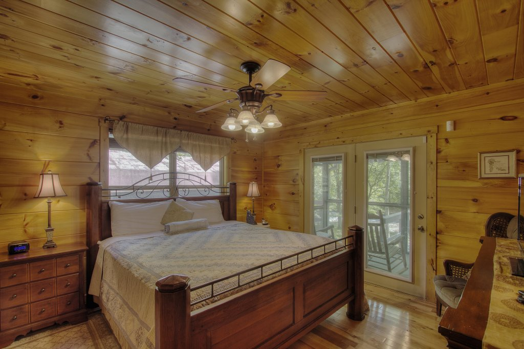 Photo of a Gatlinburg Cabin named Living Waters #376 - This is the seventeenth photo in the set.