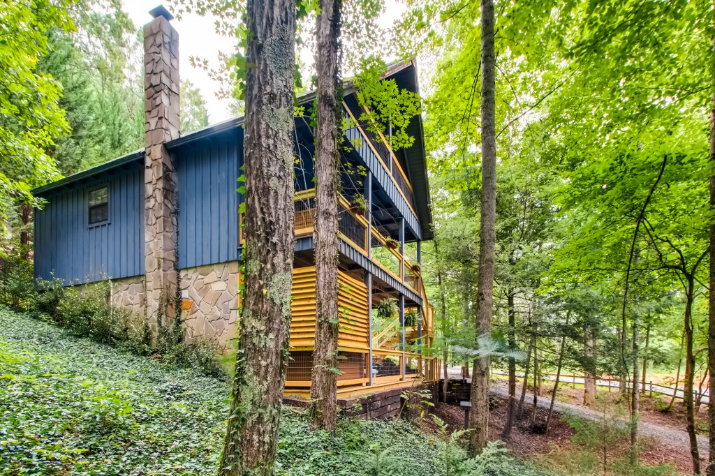 Photo of a Gatlinburg Cabin named Lake Vista Lodge - 248 - This is the twenty-first photo in the set.