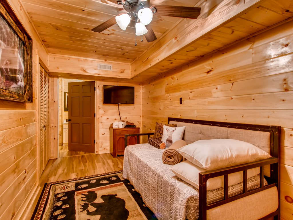 Photo of a Gatlinburg Cabin named Lake Vista Lodge - 248 - This is the twenty-fifth photo in the set.