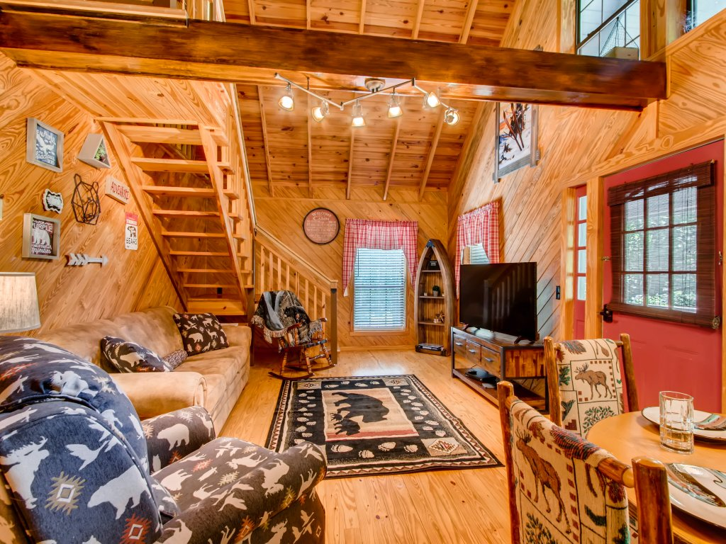 Photo of a Gatlinburg Cabin named Lake Vista Lodge - 248 - This is the thirty-fifth photo in the set.