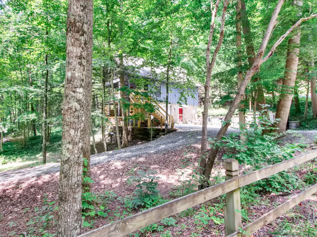 Photo of a Gatlinburg Cabin named Lake Vista Lodge - 248 - This is the thirty-third photo in the set.