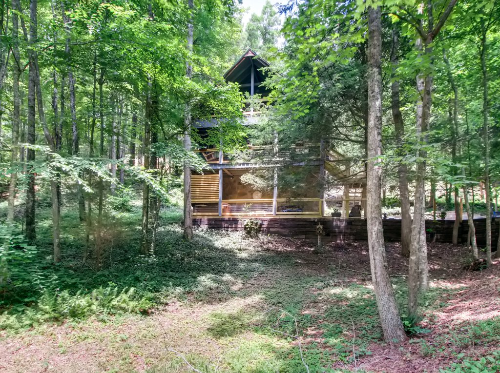Photo of a Gatlinburg Cabin named Lake Vista Lodge - 248 - This is the thirty-ninth photo in the set.