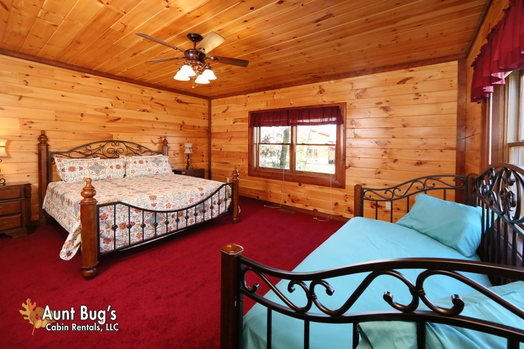 Photo of a Gatlinburg Cabin named Splash N' Play #524 - This is the twentieth photo in the set.