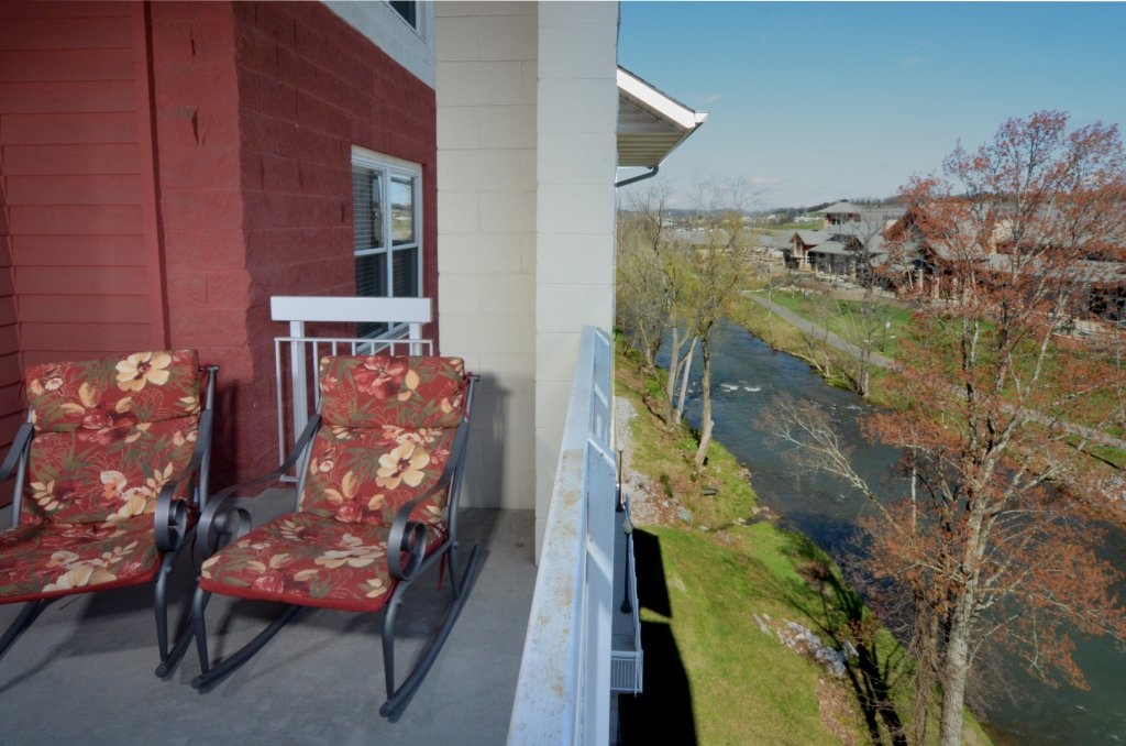 Photo of a Pigeon Forge Condo named Bear Crossing 402 - This is the fourth photo in the set.