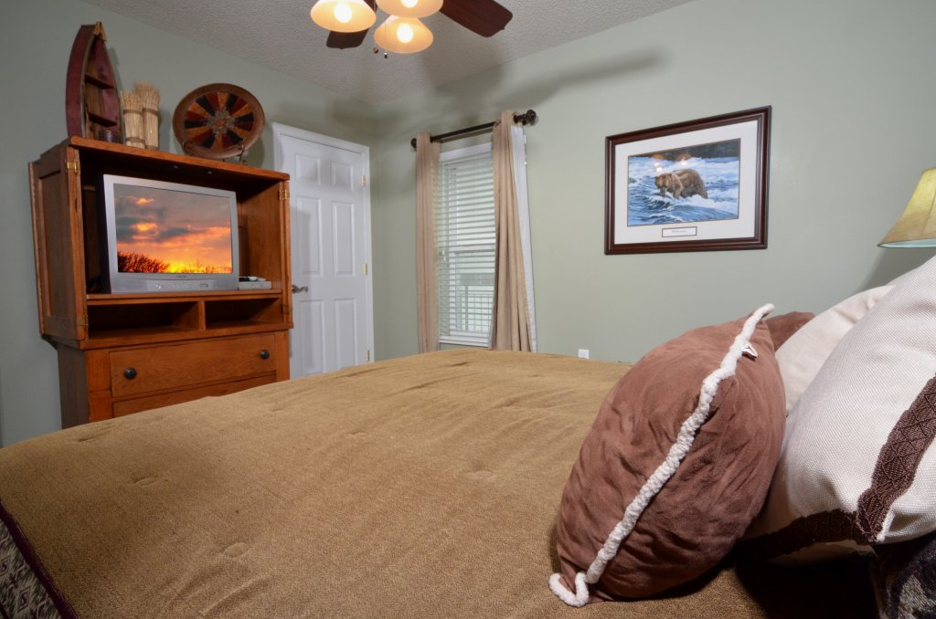 Photo of a Pigeon Forge Condo named Bear Crossing 502 - This is the forty-first photo in the set.