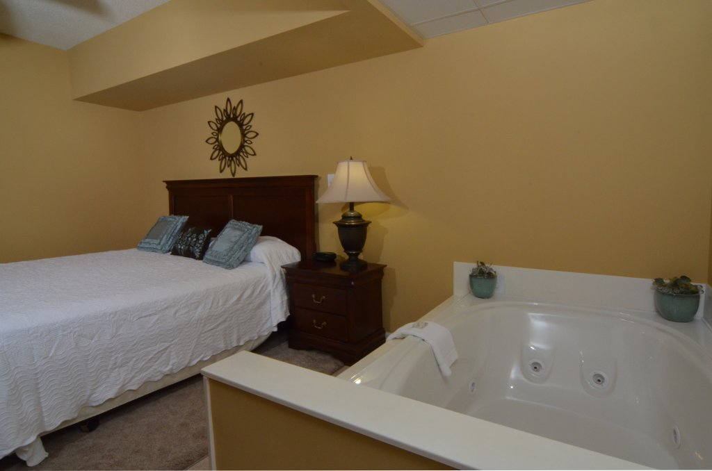 Photo of a Pigeon Forge Condo named Bear Crossing 402 - This is the fifty-first photo in the set.