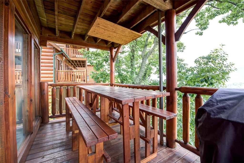 Photo of a Pigeon Forge Cabin named Black Bear Overlook - This is the twenty-ninth photo in the set.