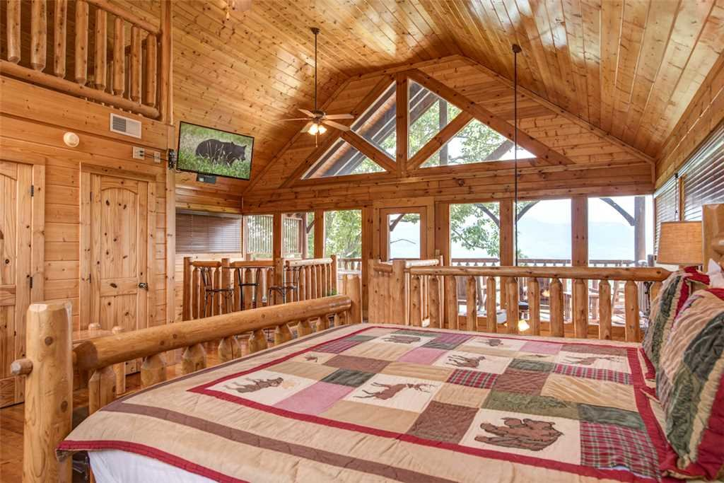 Photo of a Pigeon Forge Cabin named Black Bear Overlook - This is the fifteenth photo in the set.