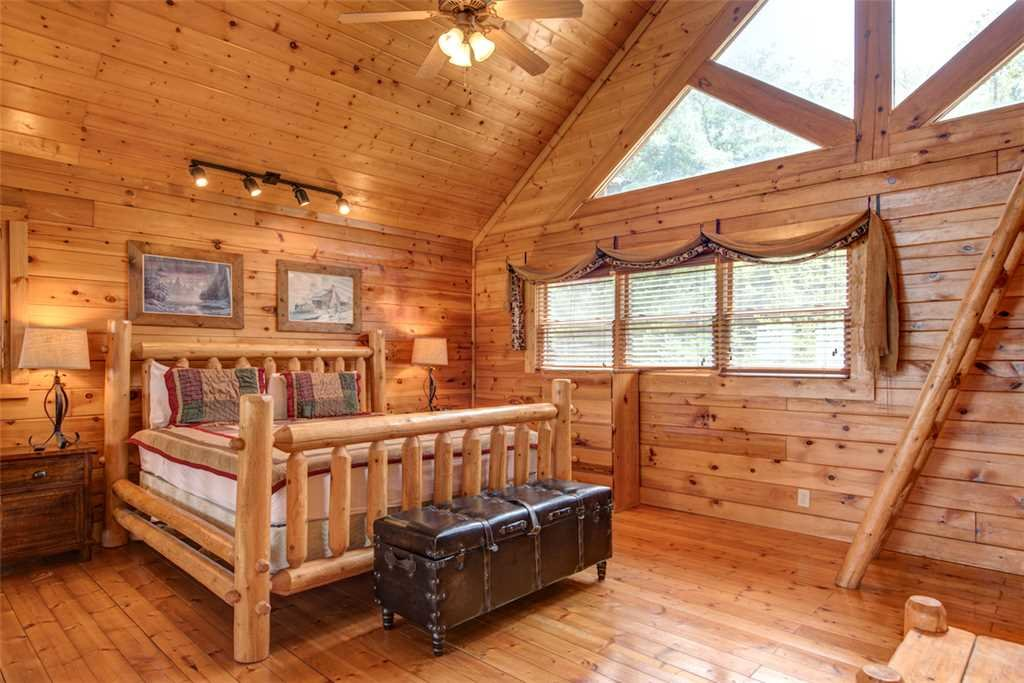 Photo of a Pigeon Forge Cabin named Black Bear Overlook - This is the fourteenth photo in the set.