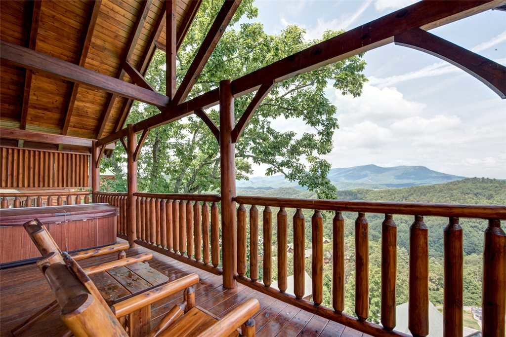 Photo of a Pigeon Forge Cabin named Black Bear Overlook - This is the first photo in the set.
