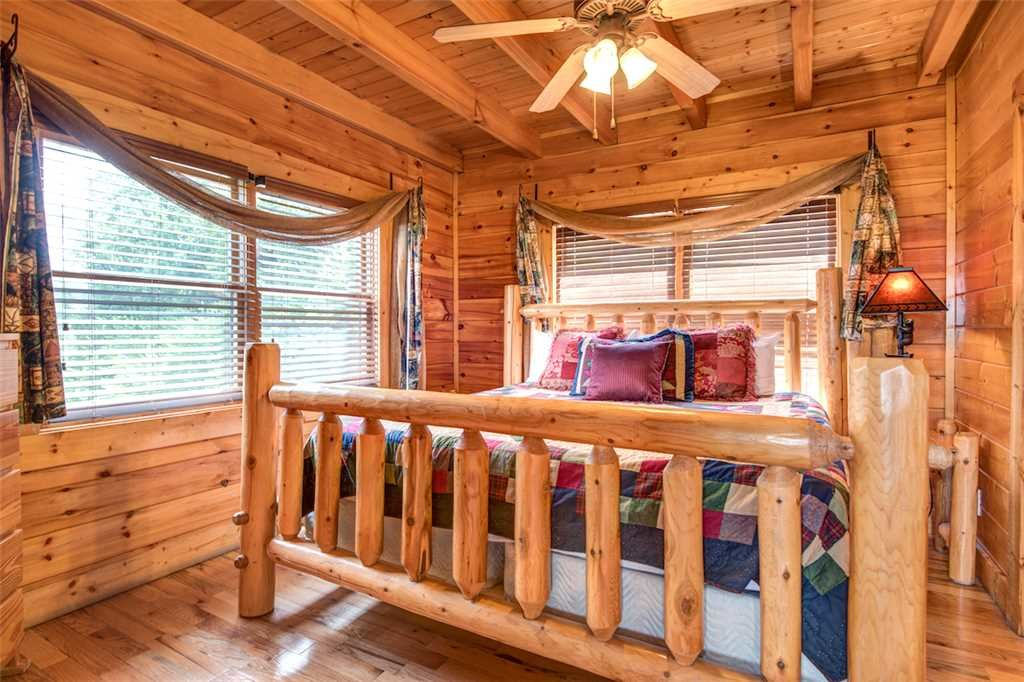 Photo of a Pigeon Forge Cabin named Black Bear Overlook - This is the twenty-first photo in the set.