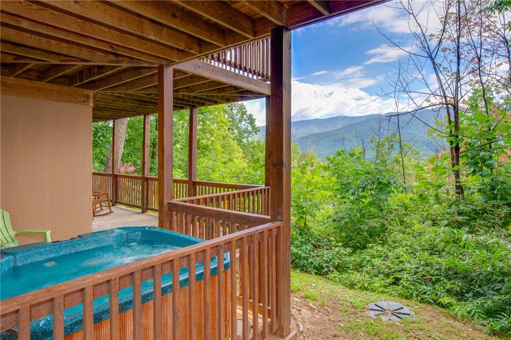 Photo of a Gatlinburg Cabin named Dancing Bear Lodge - This is the second photo in the set.