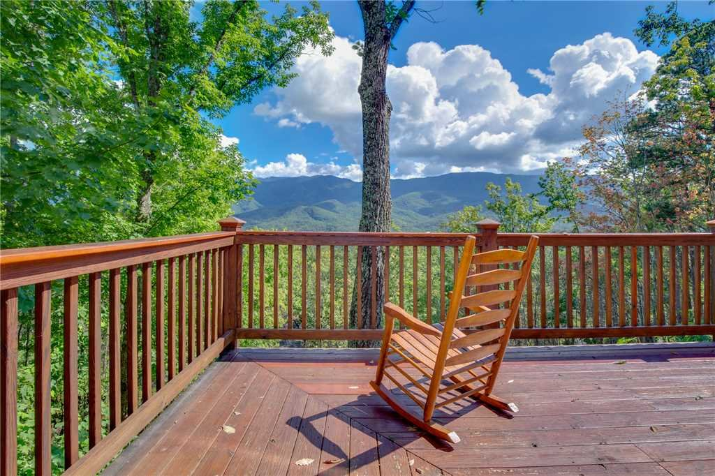 Photo of a Gatlinburg Cabin named Dancing Bear Lodge - This is the thirty-ninth photo in the set.