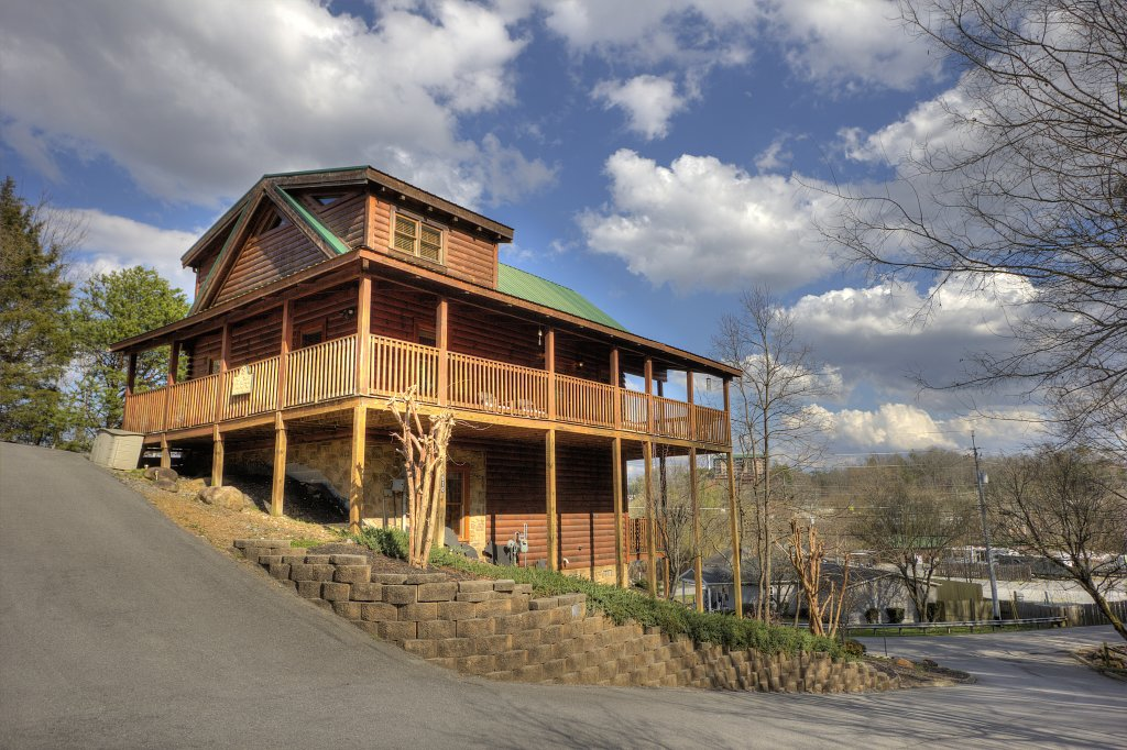 Photo of a Pigeon Forge Cabin named Blackberry Lodge #402 - This is the second photo in the set.