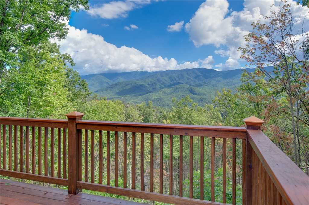 Photo of a Gatlinburg Cabin named Dancing Bear Lodge - This is the thirty-seventh photo in the set.