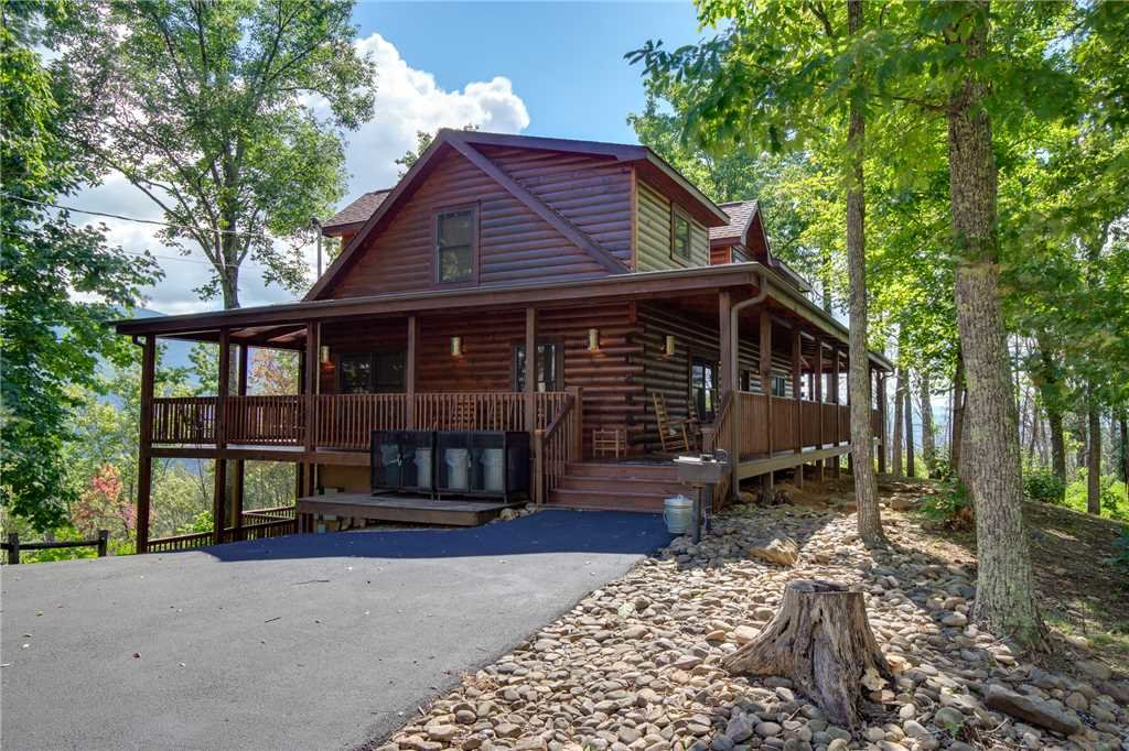 Photo of a Gatlinburg Cabin named Dancing Bear Lodge - This is the forty-second photo in the set.