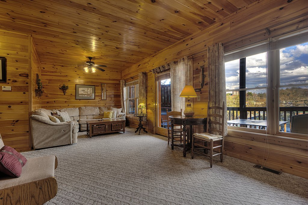 Photo of a Pigeon Forge Cabin named Blackberry Lodge #402 - This is the nineteenth photo in the set.