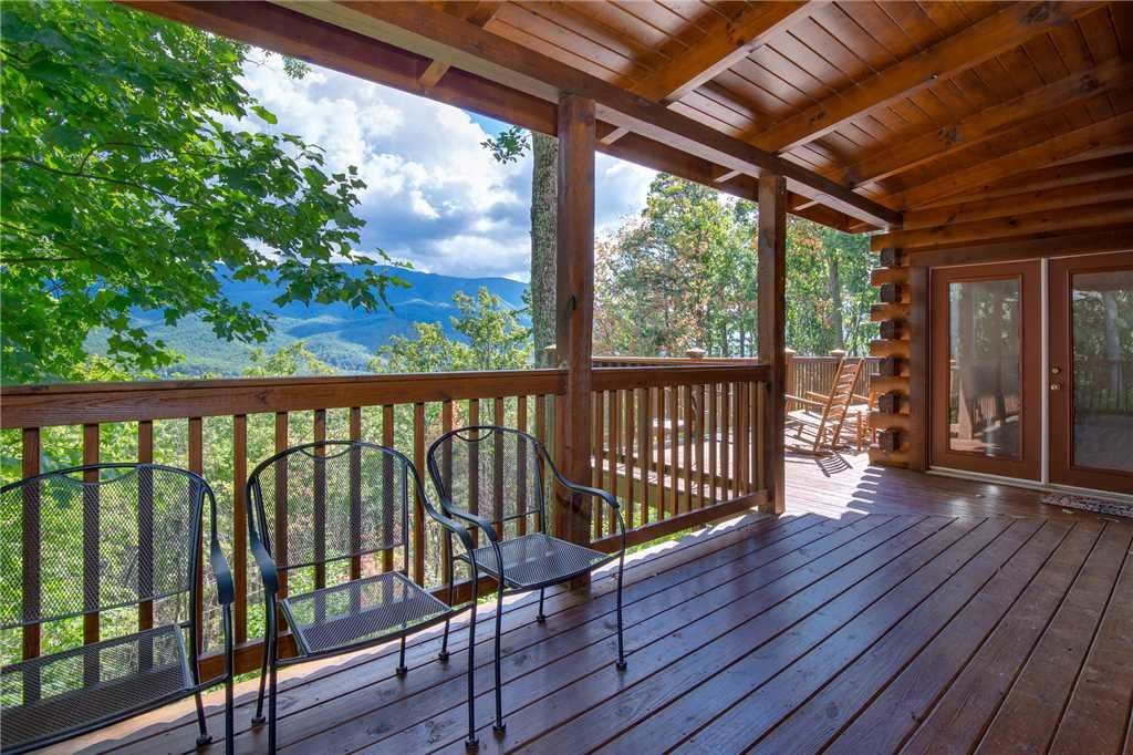 Photo of a Gatlinburg Cabin named Dancing Bear Lodge - This is the thirty-fifth photo in the set.