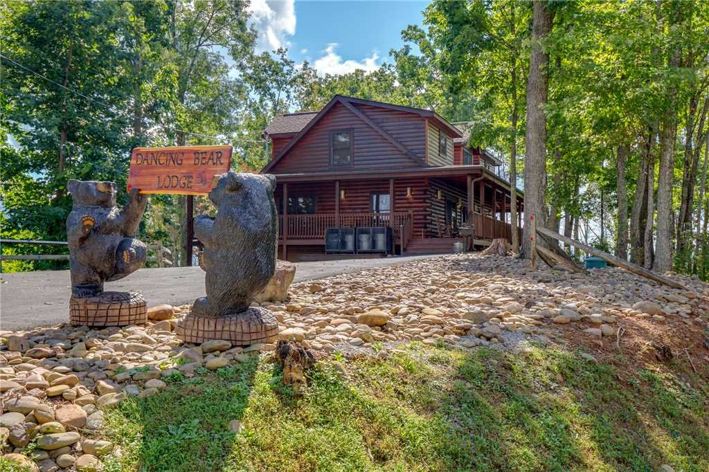 Photo of a Gatlinburg Cabin named Dancing Bear Lodge - This is the forty-first photo in the set.
