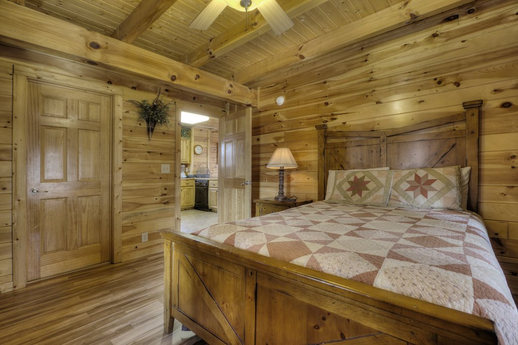 Photo of a Pigeon Forge Cabin named Blackberry Lodge #402 - This is the thirty-second photo in the set.
